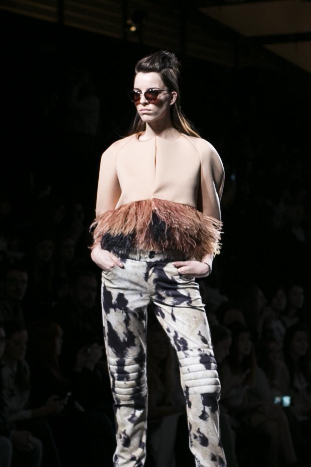 Fashion week Ana Locking armani 19