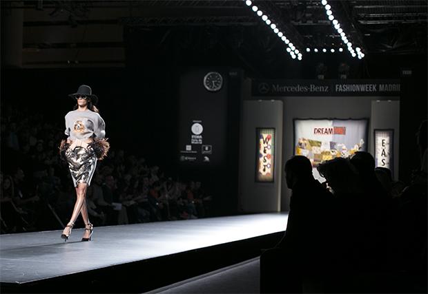 Fashion week Ana Locking armani 21